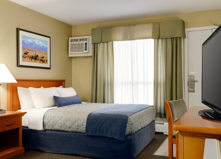 Travelodge Edson - 1 Q Bed Accessible - 1450271