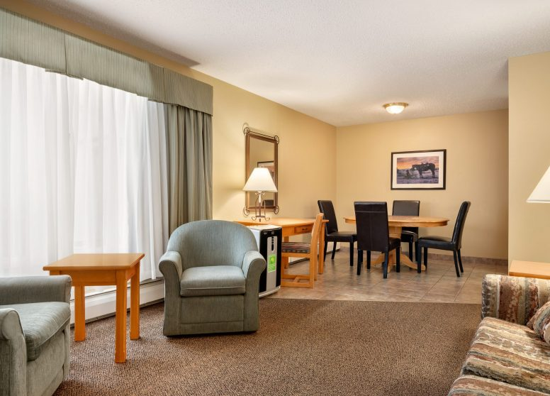 Travelodge Edson - 3 Q Beds 3 BDRM Suite - 1450293