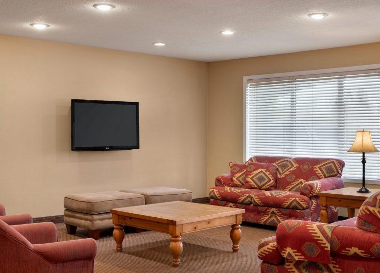 Travelodge Edson - Living Room - 1450349
