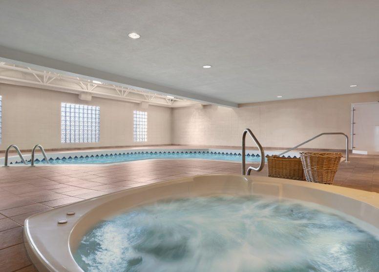 Travelodge Edson - Pool and Hot Tub - 1450365